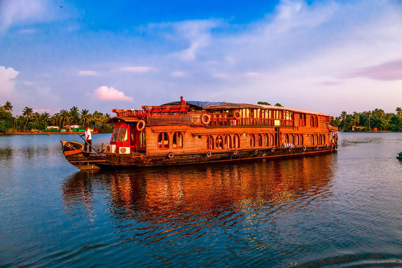 RV Vaikundam Backwater River Cruise