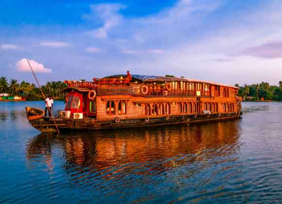 RV Vaikundam Backwater River Cruise Kerala