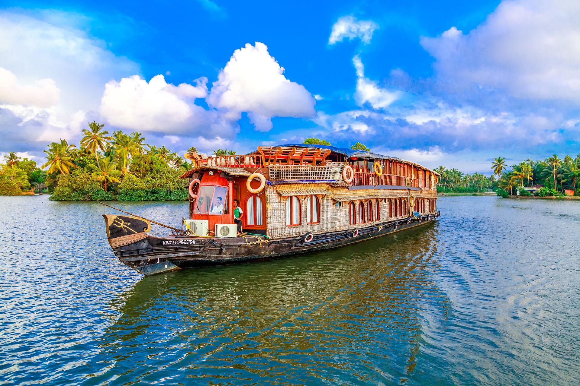RV Vaikundam Backwater River Cruise Kerala